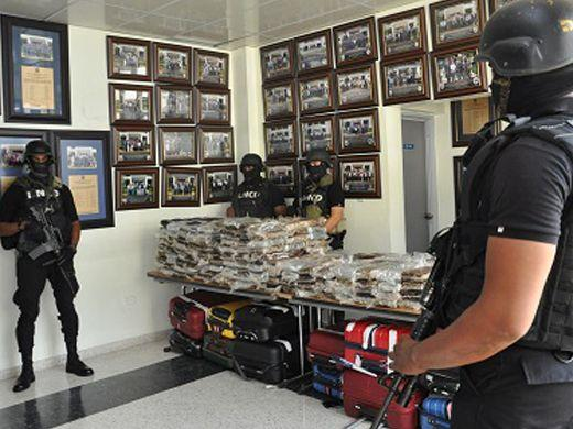 SANTO DOMINGO, Dominican Republic – The 35 suspects arrested on March 20 in connection with the seizure of 680 kilograms of cocaine found stashed aboard an aircraft at Punta Cana airport allegedly worked with a major smuggling ring that trafficked South American drugs to France, Belgium, the Netherlands and other European countries. (Courtesy of DNCD)