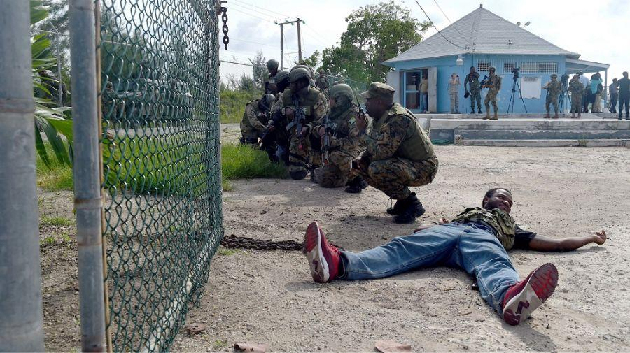 Members of the Royal Bahamas Defence Force and Mexican marines prepare for a troop movement during a combined assault exercise in Nassau, Bahamas, June 20th. (Photo: U.S. Navy Mass Communication Specialist First Class Melissa K. Russell)
