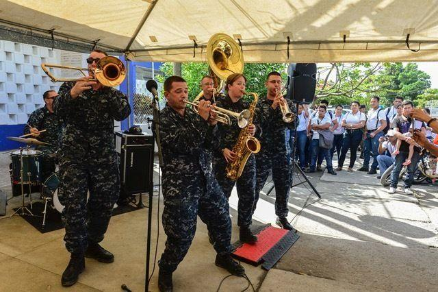 Members of the U.S. Fleet Forces Band, Norfolk, Virginia, in support of CP-17 visit to Puerto Barrios, Guatemala. (Photo: Petty Officer 2nd Class Brittney Cannady/U.S. Navy Combat Camera)