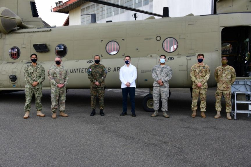 U.S. and Panamanian service members and a member of the U.S. Embassy in Panama pose during the inaugural event of Exercise Mercury II at Panama Pacífico International Airport, Panama, January 21, 2021. U.S. engagement in Panama reflects JTF-Bravo's enduring commitment to working together by increasing institutional capacity to be ready to address a real-world humanitarian assistance or disaster response situation. (Photo: U.S. Air Force Staff Sergeant Elijaih Tiggs)