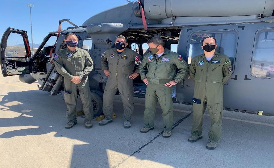 Oficiais de ligação estrangeiros do Brasil, Chile, Colômbia e Peru, lotados na Força Aérea Sul dos EUA, encerraram um treinamento de imersão com a 355ª Ala da Força Aérea dos EUA em abril de 2021. As atividades realizadas proporcionaram à Força Aérea dos EUA uma oportunidade de compartilhar as melhores práticas e demonstrar o profissionalismo de seus militares. (Foto: 12ª Força Aérea/Forças Aéreas Sul dos EUA)