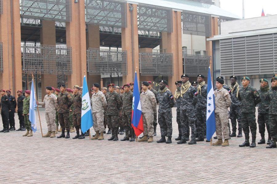 Ceremonia de clausura de Fuerzas Comando 2019 en Santiago, Chile, el 27 de junio de 2019. Fuerzas Comando es una competencia multinacional anual que pone a prueba las habilidades de las fuerzas de operaciones especiales, patrocinada por el Comando Sur de los EE. UU. y ejecutada por el Comando de Operaciones Especiales Sur (SOCSOUTH en inglés). La competencia fue organizada este año por el Ejército y el Estado Mayor Conjunto (Foto: Geraldine Cook, Diálogo)