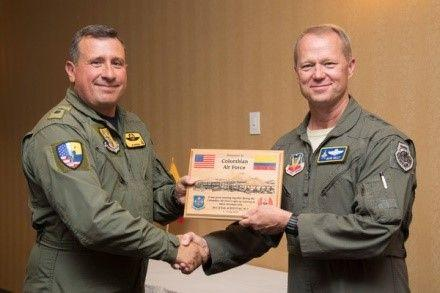 Colombian Air Force Brig. Gen. Pablo Garcia, commander of Aerial Combat Command No. 1, is presented with a plaque by U.S. Air Force Lt. Gen. Mark Kelly, commander of 12th Air Force (Air Forces Southern), at Davis-Monthan Air Force Base, Arizona, July 14, 2018. (Photo: U.S. Air Force Staff Sgt. Angela Ruiz)