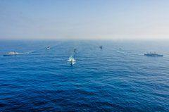 GT 701.1 carries out maneuvers with two Type 22 frigates while the corvette Barroso leads the formation, ahead of the multipurpose landing craft Bahia, the tank landing craft Admiral Sabóia, and the tanker Admiral Gastão Motta. (Photo: Roberto Caiafa/)