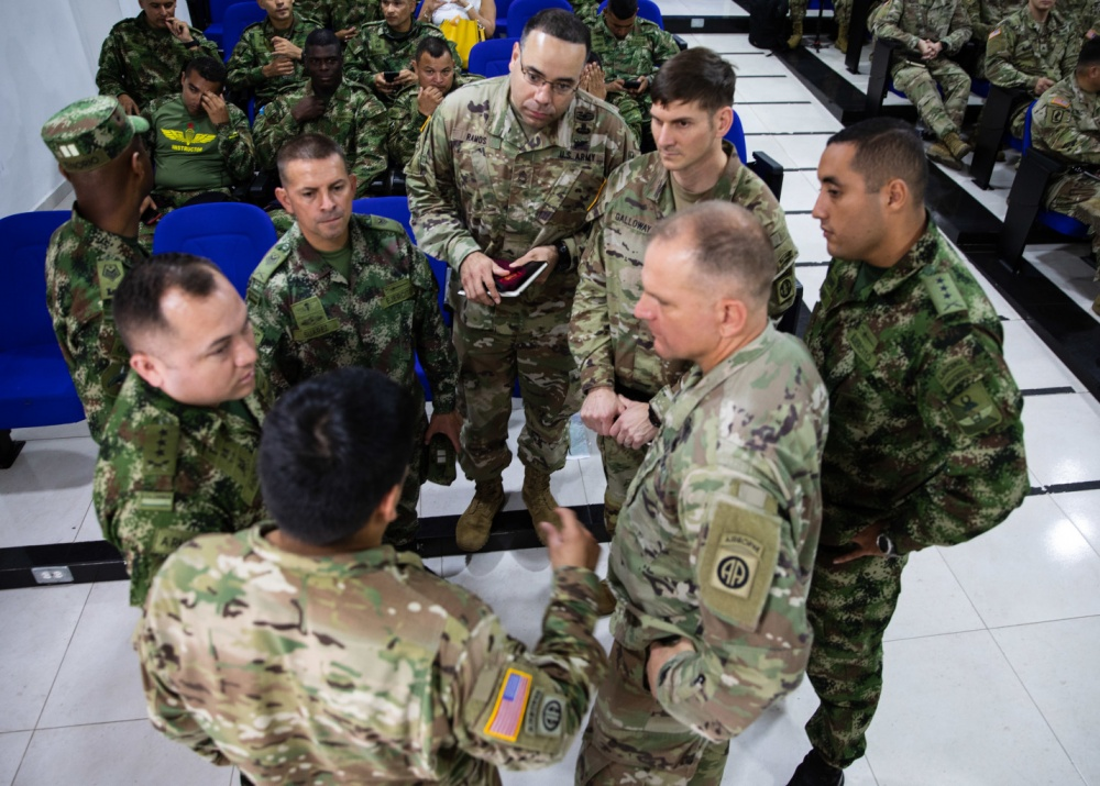 Colombian soldiers from the 2nd Special Forces Battalion and U.S. paratroopers from the 82nd Airborne Division share methods on conducting airborne operations on January 24, 2020, in Tolemaida, Colombia. (Photo: U.S. Army Master Sergeant Alexander Burnett, 82nd Airborne Division)
