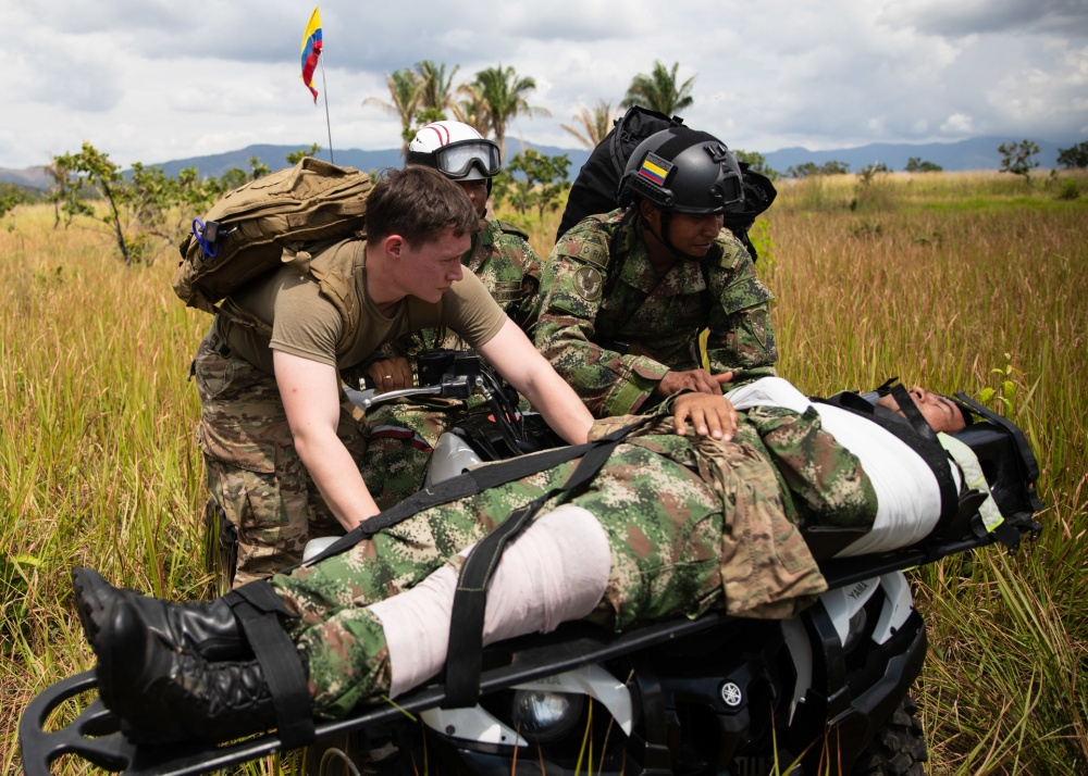 A unit from the U.S. Army 82nd Airborne Division Artillery and a Colombian Army medic treat a simulated casualty during a U.S. Southern Command Dynamic Force Exercise in Tolemaida, Colombia, on January 25, 2020. (Photo: U.S. Army Master Sergeant Alexander Burnett, 82nd Airborne Division)
