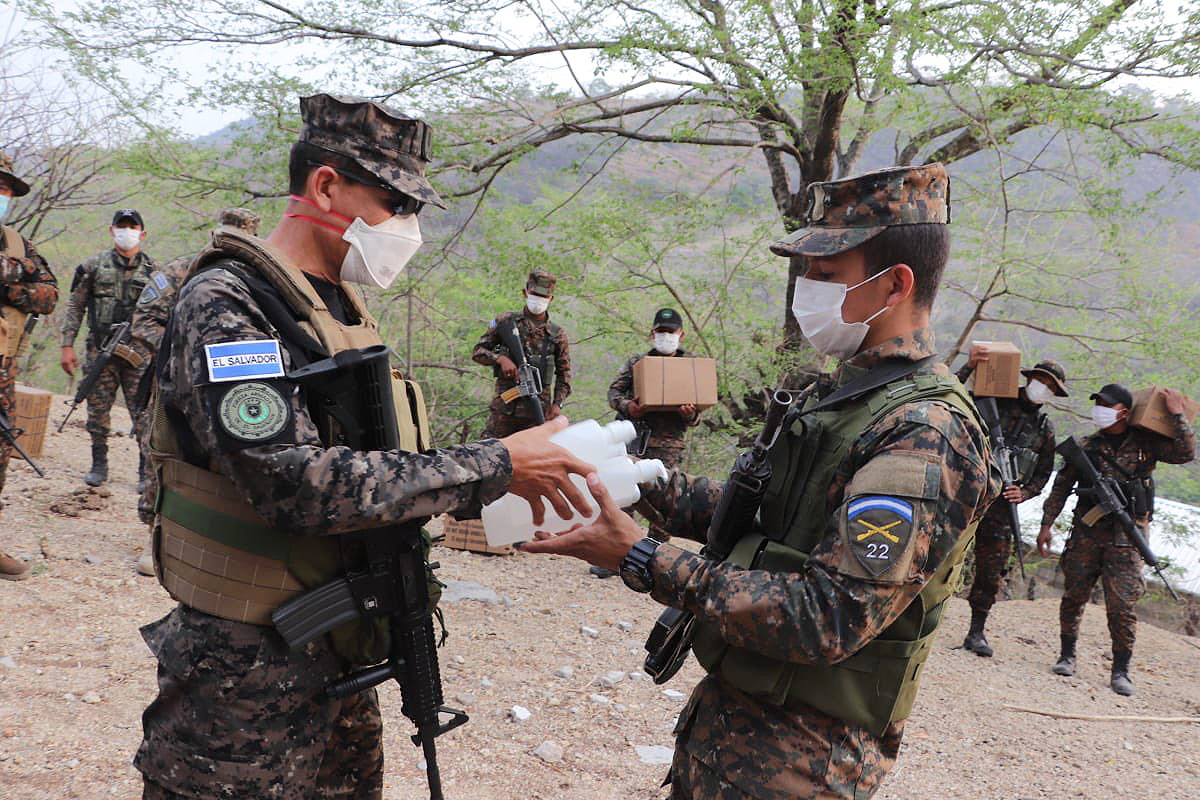 Along with the MREs, hand sanitizers and masks were also issued in the areas of El Arenal, La Hachadura, San Francisco Menéndez, and Ahuachapán. (Photo: El Salvador Ministry of Defense)